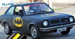 Customização total! Chevette 1980 se transforma em Batmóvel