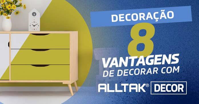 A imagem mostra uma cômoda envelopada com Alltak.